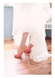 I have decided that I will be wearing coral heels on my wedding day Coral Wedding Shoes, Coral Wedding Decorations, Coral Wedding Colors, Coral Y Oro, Coral And Gold, Wedding Attire, Wedding Bride, Vestidos Color Coral, Coral Heels