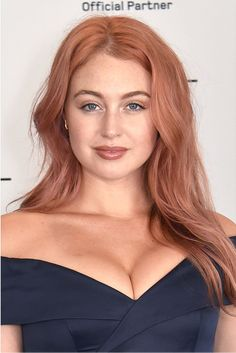 Iskra Lawrence has new rose gold hair