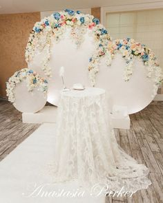 Loving the round flower backdrops....inspire..