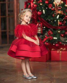 12 Cute Christmas Photos For Forever Memory - Hey-Cinderella Paris Chic, Christmas Photos, Merry Christmas, Christmas Morning, Holiday Photos, Christmas Cards, Follow Insta, Dress Outfits, Fashion Outfits