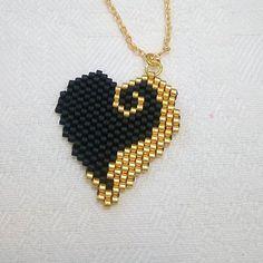 Miyuki boncuklarla, ince bir işçilik 🙏👌 Fine craftsmanship with Miyuki beads 🙏👌 that the Sift # # Göznur of Beaded Rings, Beaded Bracelets, Art Perle, Motifs Perler, Brick Stitch Earrings, Beaded Crafts, Beaded Jewelry Patterns, Seed Bead Jewelry, Silver Jewelry