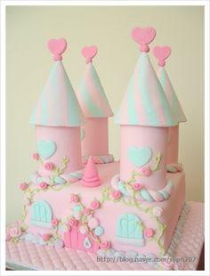Best Castle Birthday Cakes Ideas And Designs Castle Birthday Cakes, Castle Cakes, Gorgeous Cakes, Pretty Cakes, Anniversaire Hello Kitty, Fairy Cakes, Sugar Craft, Cake Images, Cake Tutorial