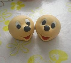 Mickey Mouse fondant tutorial -foreign language but easy to follow pics