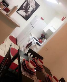 Red and Black Kitchen Decor - Red and Black Kitchen Decor, Black Red Kitchen Decor Black Kitchen Decor, Home Decor Kitchen, Diy Home Decor, Living Room Decor Red And Black, Marilyn Monroe Decor, First Apartment Decorating, Apartment Ideas, Cuisines Design, Black Kitchens