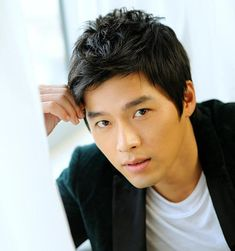 Have you ever wondered which actors are friends? Actors occasionally get a bad rap for being competitive and jealous, but most kdrama actors seem pretty friendly and supportive. Korean Men, Asian Men, Asian Actors, Korean Actors, Hot Men, Sexy Men, Hot Guys, South Corea, Asian Man Haircut