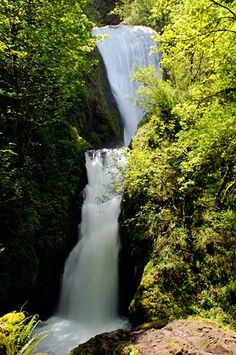 Bridal Veil Falls in the Columbia Gorge. (Photo No. mulDA0014)