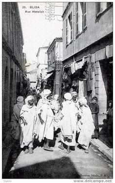 La rue Abdallah est une des plus anciennes rues de Blida. Elle aurait été créée par les Maures Andalous au moment de leur installation. Elle s'étirait de la place du marché européen à la rue de l'Antilope (future Rue Lafayette). Plus tard, elle s'arrêtera à la rue d'Alger. Elle a toujours été une rue très active avec ses artisans et ses commerçants. Dans les années 1840, elle faisait partie des rues ayant la plus forte valeur immobilière (1