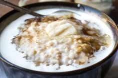 Traditional Scottish whisky and cream porridge. | 19 Vibrant And Delicious Porridge Bowls To Keep You Cosy This Autumn
