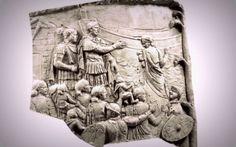 Imparatul roman Traian s-ar fi îndragostit de sora regelui dac Decebal, potrivit unor legende care îsi au originea în scrierile autorului latin Dio Cassius si într-o scena încarcata de simboluri, sculptata pe Columna lui Traian. Una dintre legendele fascinante ale poporului român îi are ca protagonisti pe împaratul Traian si fiica (sora) regelui Decebal. Se… Romania, Statue, Paganism, Paranormal, Einstein, Stone Art, History, Sculptures, Sculpture