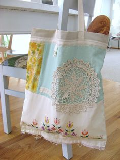 I love dottie angel and her lovely granny chic sewn bags by susanne Sewing Hacks, Sewing Crafts, Dottie Angel, Granny Chic, Linens And Lace, Fabric Bags, Fabric Basket, Vintage Fabrics, Vintage Linen