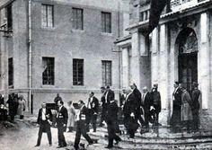 Parlamenti i mbretërisë shqiptare. The royal Albanian parliament during the 1930s. Parlement de la royauté albanaise durant les années 30.