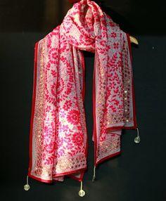 You searched for Phulkari dupatta - NvrEvr Phulkari Embroidery, Hand Embroidery Dress, Dress Indian Style, Indian Outfits, Indian Wear, Kurta Designs Women, Blouse Designs, Printed Kurti Designs, Phulkari Suit