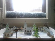 Stadt im Winter aus Papier und einer Pralinen Schachtel.