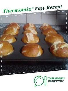 Lye muffins (variation of Laugenbreze, Laugenstange, Laugenbrötchen) of A Thermomix ® recipe from the category Bread & Rolls on www.de, the Thermomix® Community. Authentic Mexican Recipes, Muffin Recipes, Bread Recipes, Cooking Recipes, Cooking Videos, Cooking Tips, Mexican Breakfast Recipes, Mexican Food Recipes, Pretzel Rolls