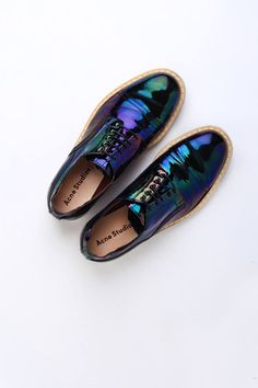 Like an iridescent black beetle or grackle feathers...a bit more masculine than I like, but I just love the coloring!
