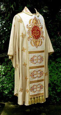 for Archbishop Angel Lagdameo Catholic Religion, Catholic Art, Priest Robes, Communion Sets, Amakusa, Armor Clothing, Armadura Medieval, Church Fashion, Fibre And Fabric