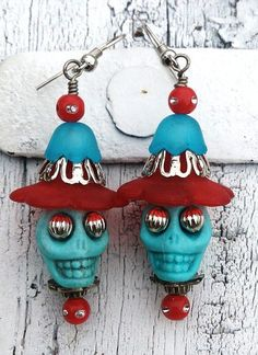 Red and Blue Sugar Skull Day Of The Dead by Secret Stash Boutique… Halloween Schmuck, Halloween Jewelry, Holiday Jewelry, Halloween Halloween, Vintage Halloween, Halloween Makeup, Halloween Costumes, Sugar Skull Jewelry, Sugar Skull Earrings