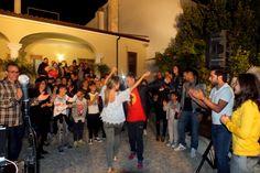 """La serenata alla sposa in Provincia di Lecce Un gesto d'amore, emoziona la persona che lo riceve, ma anche la persona che lo fa. La serenata è un gesto d'amore se poi viene esaltato con le canzoni giuste, la serenata diventa un momento da ricordare per sempre. La """"Serenata Evento"""" ideata dal gruppo di Paolo e Dalila Live è: elegante, unica e soprattutto ricca di emozioni, non per altro viene richiesta in tutta la Puglia"""