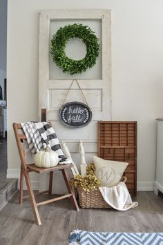 This could be my perfect entryway. Love love love everything about it! via Farm Fresh Homestead 20 Cozy Farmhouse Fall Decor Ideas | The Crafting Nook by Titicrafty