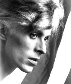 1975 - David Bowie 70s (photo by Eric Steven Jacobs).