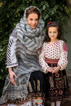 Folk Costume, Costumes, Traditional, Wedding Dresses, Crochet, Beautiful, Fashion, Punto De Cruz, Dots
