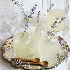 Kom tot rust met een 'zen'sationeel drankje zodat je weer helemaal tot jezelf komt. Libelle heeft drie rustgevende drankjes voor je uitgezocht.