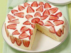 Erdbeer-Quark-Torte Rezept | EAT SMARTER Eat Smarter, Cheesecake, Food And Drink, Pie, Desserts, Cakes, Mascarpone, Strawberries, Healthy Eating