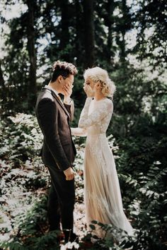 This free-spirited Sauvie Island wedding is so touching it might make your eyes sweat a little | Image by India Earl