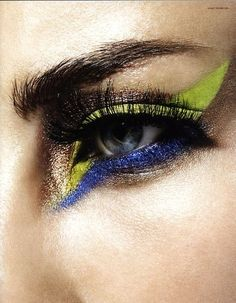Graphic eye shadow. Very glam rock. #green #blue #gold