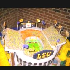 I can't believe these cakes. Outstanding! LSU wedding cake