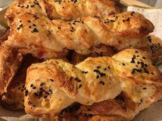 Blätterteig-Schinken-Käse-Stangen, ein sehr schönes Rezept mit Bild aus der Kategorie Fingerfood. 1.191 Bewertungen: Ø 4,6. Tags: Backen, einfach, Fingerfood, Party, Resteverwertung, Schnell, Snack