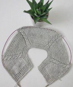 "Terapi niyetine birkaç sıra ördüm Me gusta, 31 comentarios -"", ""A visual idea on how to incorporate cables into top-down sweaters"", ""Ravelry: 4 Baby Knitting Patterns, Knitting For Kids, Knitting Stitches, Crochet Patterns, Knitting Buttonholes, Knitting Needles, Crochet Dress Girl, Crochet Baby Cardigan, Diy Crochet"