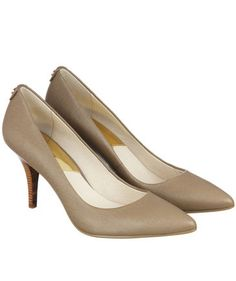 Pumps von Michael Kors in Beige  #shoes #heels #fashion #engelhorn