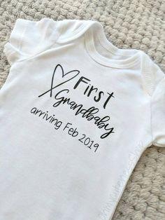 Pregnancy Announcement To Parents, Cute Baby Announcements, Grandparent Pregnancy Announcement, Baby Onesie Announcement, Baby Announcements For Grandparents, How To Announce Pregnancy To Grandparents, Pregnancy Photos, Surprise Pregnancy, New Grandparents