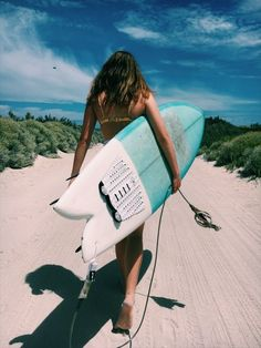 Turquoise and white fishtail surfboard. Surf style, relaxed and heading to the beach for some fun wave time! Summer Pictures, Beach Pictures, Nature Pictures, Summer Vibes, Summer Surf, Surf Design, Surfing Pictures, Foto Casual, Beach Aesthetic