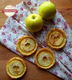 Tortine di sfoglia alla ricotta con mele