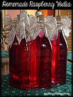 Easy-to-Make Homemade Raspberry Vodka - the perfect gift (for yourself or others)! We always exchange little Christmas gifts with the four other couples who live in our cul-de-sac, so this year I decided I was going to make. Homemade Wine Recipes, Homemade Alcohol, Homemade Liquor, Vodka Recipes, Alcohol Drink Recipes, Kahlua Recipes, Margarita Recipes, Cocktail Drinks, Fun Drinks