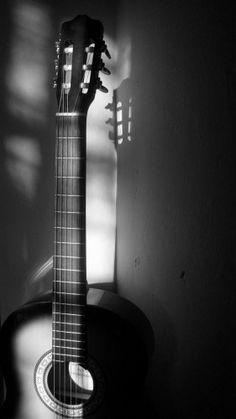 El primer instrumento que aprendí a tocar. El que me envolvió totalmente a la música.