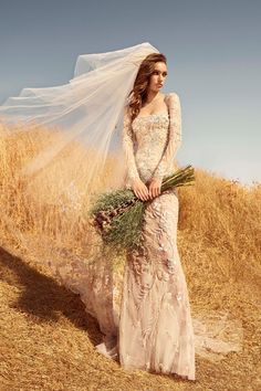 Lebanese fashion designer Zuhair Murad presented his bridal collection for Fall 2020 season blending the organic beauty of nature with the high-wattage glamour of a wedding. Zuhair Murad Mariage, Zuhair Murad Bridal, Zuhair Murad Wedding Dresses, Evening Dresses For Weddings, Bridal Dresses, Wedding Gowns, Modest Wedding, Vogue Bride, Wedding Trends