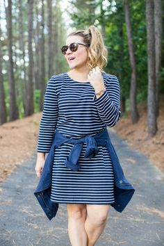 Tshirt dress outfit - this casual outfit will get you through all of your weekend errands! Click through for mroe on this spring outfit idea.