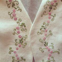 Broderad väst av Jenny på En Vintage Saga Juni, Brooch, Embroidery, Vintage, Needlepoint, Drawn Thread, Needlework, Crewel Embroidery, Embroidery Stitches