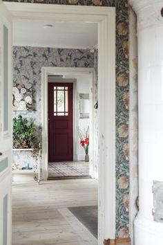 Scandinavian Apartment, Scandinavian Home, Victorian Townhouse, Victorian Homes, Stockholm Apartment, Vintage Apartment, Townhouse Designs, Paris Home, Swedish House