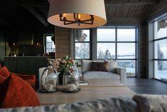 Innredning av hytta - Villa Von Krogh Dere, Villa, Cabin, Table Decorations, Lighting, Interior, Furniture, Home Decor, Decoration Home