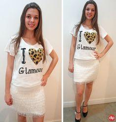 Esse look é perfeito pro findi, vocês não acham? Combine uma t-shirt com uma saia texturizada ou com apliques e arrase por aí!