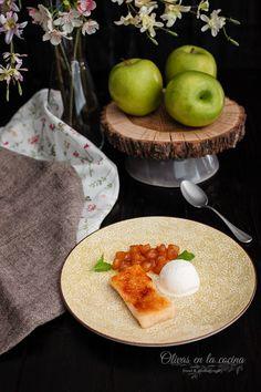 Pantela de manzana y miel, helado de vainilla y pimienta Cupcakes, Eggs, Breakfast, Food, Vanilla Ice Cream, Honey, Food Art, Traditional Kitchen, Dessert Recipes