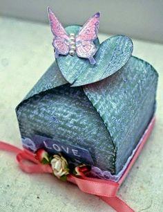 Imprimir cajitas pequeñas para dulces  Chicas siempre hay ocasiones como una fiesta de cumpleaños,reuniones  entre amigos, bautizos,matrimon...