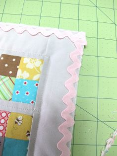 How to Bind a Quilt with ric-rac by Bee In My Bonnet: