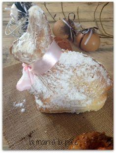 Pâte à gâteau à l'eau de fleur d'oranger cuite dans un moule en forme de lapin.