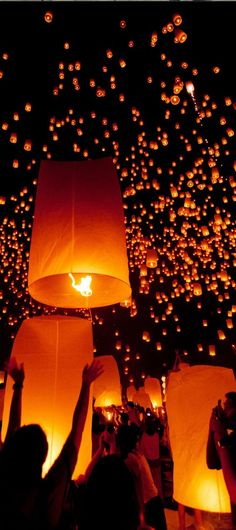 A lantern festival is this beautiful in Thailand! Experience