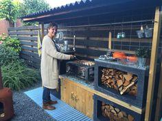 Simple Outdoor Kitchen, Outdoor Kitchen Bars, Outdoor Kitchen Design, Small Outdoor Kitchens, Small Backyard Pools, Backyard Patio Designs, Outdoor Grill Station, Grill Gazebo, Design Jardin